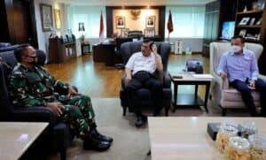 Menko Luhut Meeting dengan Irjen TNI, Bambang Suswantono di Kantor Marves