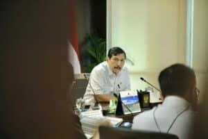 Menko Luhut Rapat Koordinasi Tindak Lanjut Penangkapan Kapal Iran dan Panama