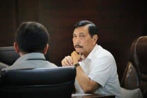 Menko Luhut Pimpin Vidcon Rakor Pembiayaan Tol Sumatera