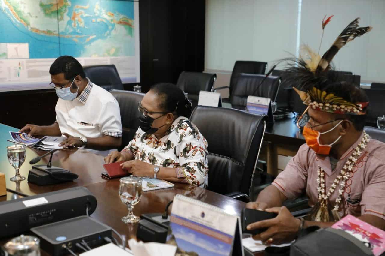 Rapat dengan Menko Luhut, Bupati Biak Numfor Sampaikan Siap Menerima Kehadiran Investor