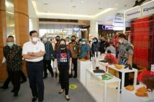 Menko Marves Kunjungi Pameran Beli Kreatif Danau Toba Di Summarecon Mall Serpong