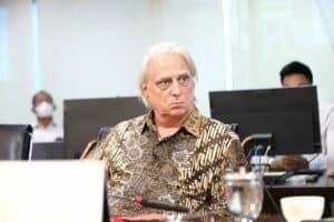 Menko Luhut meeting dengan Mr. Caesar Rosello di Kantor Marves