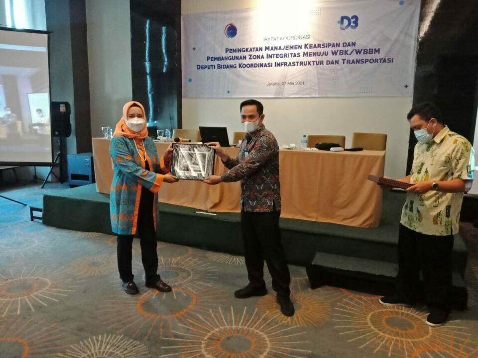 Wujudkan Reformasi Birokrasi, Deputi 3 Tanda Tangani MoU Pengelolaan Arsip dengan ANRI dan Komitmen Bersama Zona Integritas