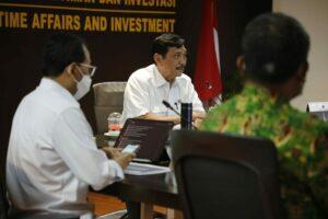 Menko Luhut Pimpin Rapat Penanganan Pasir Hasil Pendalaman Alur PelayaranSenin (13-04-2021).