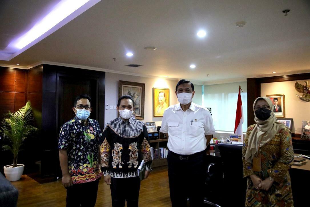 Pertemuan Menko Luhut dengan Bupati Lumajang didampingi Bappeda Lumajang
