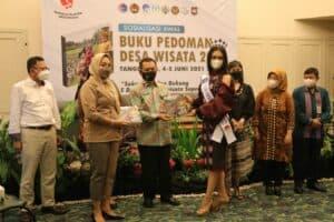 Kemenko Marves Bersama Tujuh Kementerian dan Lembaga Luncurkan Buku Pedoman Desa Wisata 2021