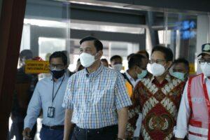 Pastikan Tercapainya Target Vaksinasi, Menko Luhut Kunjungi Sentra Vaksinasi Bandara Soekarno Hatta